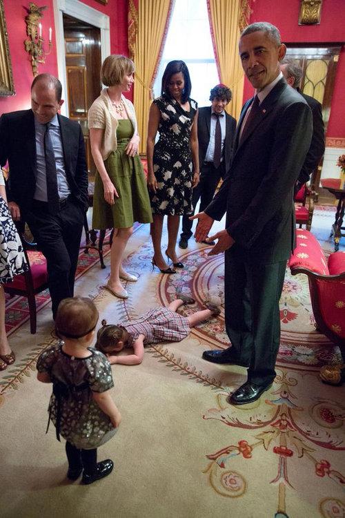 オバマ大統領の前で駄々をこねる子供01