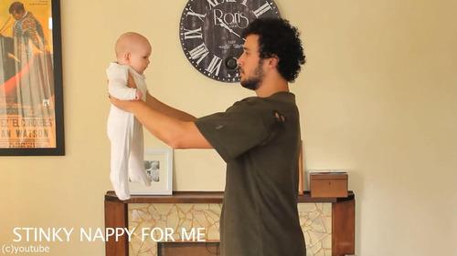 「赤ちゃんの抱き方」06
