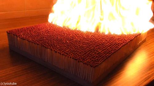 6000本のマッチを一斉に燃やす02