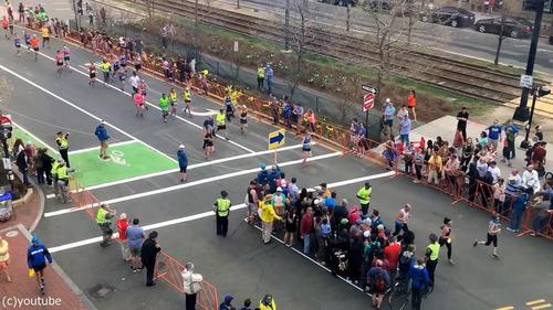 マラソン中の道路をどうやって渡るか02