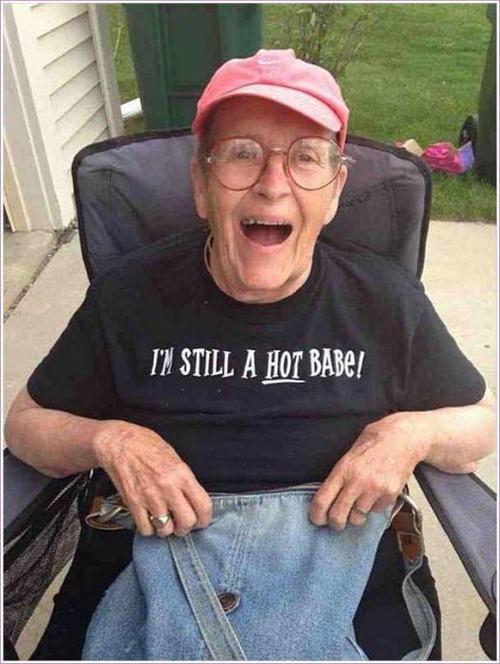 おもしろTシャツを着た老人たち13
