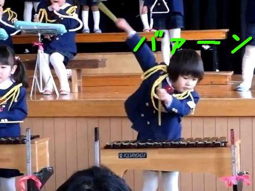 ダイナミックな木琴の男の子