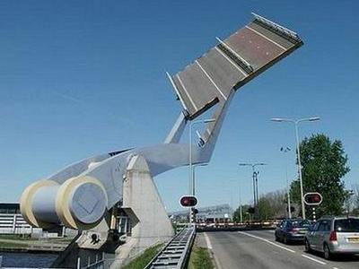 オランダの強引過ぎる架け橋00