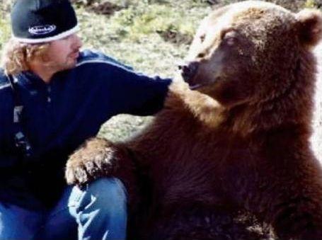 クマを育てた男08