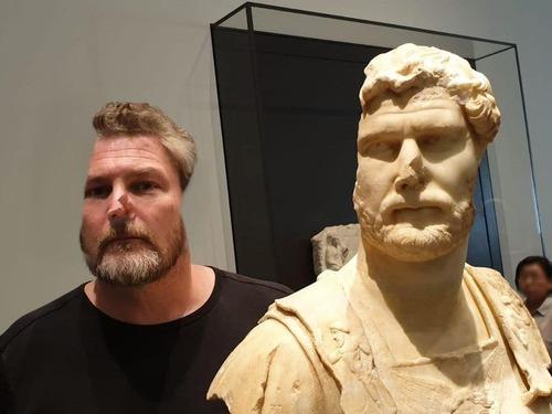 友人はローマ皇帝ハドリアヌスに似ていた01