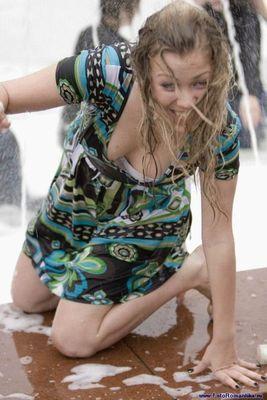 噴水でずぶ濡れロシアの美少女05