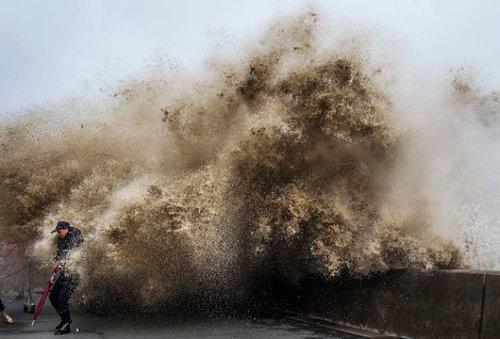 銭塘江の大波22