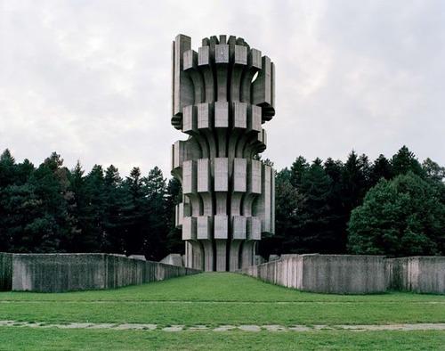 旧ユーゴスラビアのモニュメント05