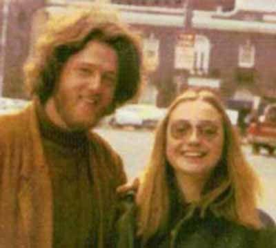 若い頃のクリントン夫妻とオバマ氏とブッシュ大統領02