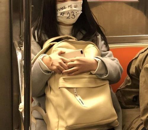 ニューヨーク地下鉄のマスク04