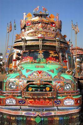 パキスタンのデコトラ02