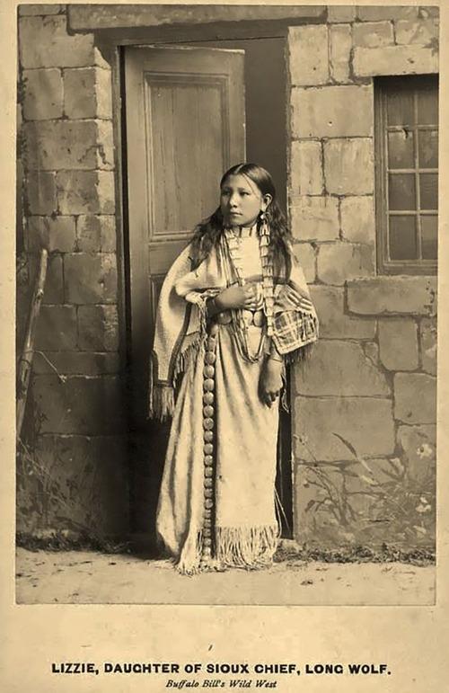 アメリカ先住民の女の子たち09