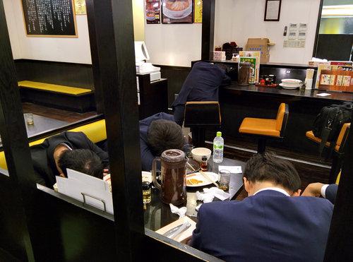 外国人「東京の深夜2時のラーメン屋」01