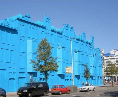真っ青に染めてしまったロッテルダムの建物03