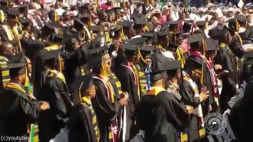 アメリカの大富豪が卒業生の学生ローンを肩代わり01