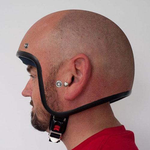大きい頭のヘルメット01