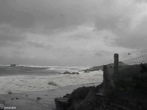 「嵐のときにビーチに近づいてはいけない理由」12