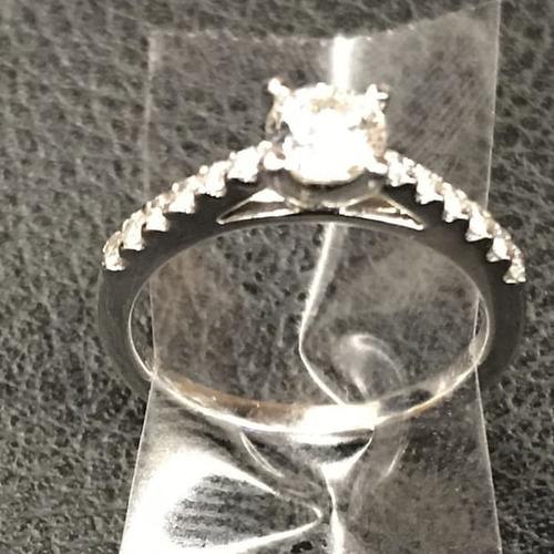 プロポーズした直後の指輪を落としたカップル01