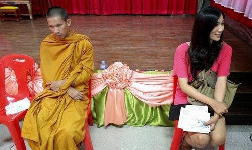 タイの徴兵検査とニューハーフ05