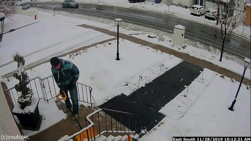 雪かきが終わったと思ったら…予想外のハプニング01