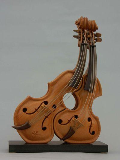 変わった形のバイオリン22