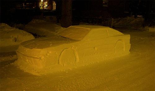 車の雪像に駐禁01