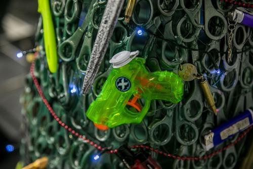 没収品でクリスマスツリー07