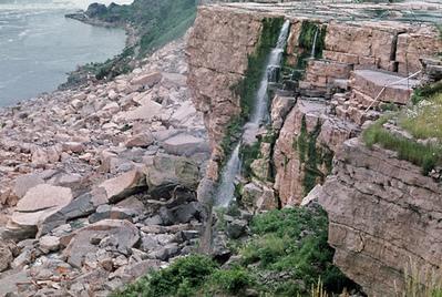 せき止められたナイアガラの滝05