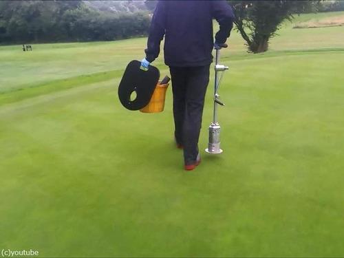 ゴルフのホールカップの位置の変え方00