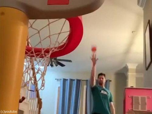 娘のバスケのおもちゃとパパ02
