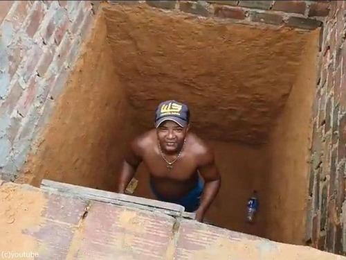 穴の下から猫を救出するつもりが09