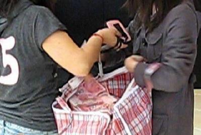 中国女性のバッグ04