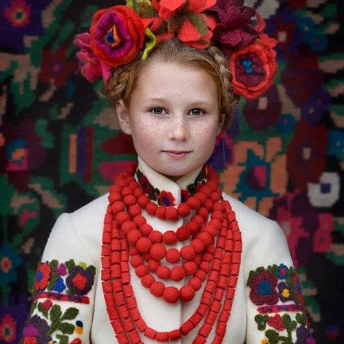ウクライナ女性の伝統衣装04