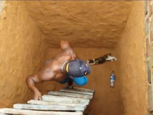 穴の下から猫を救出するつもりが03