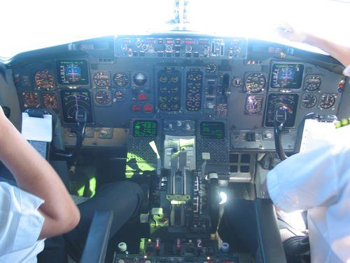 パイロットの携帯電話使用00