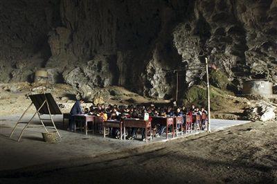 洞窟の中にある中国の小学校-授業風景1