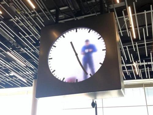 アムステルダム空港の手書き時計04
