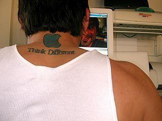 appleロゴのタトゥー11