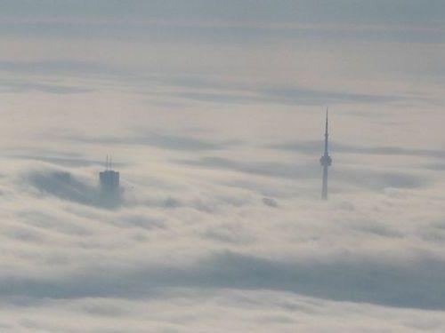 雲の上から見たCNタワー04