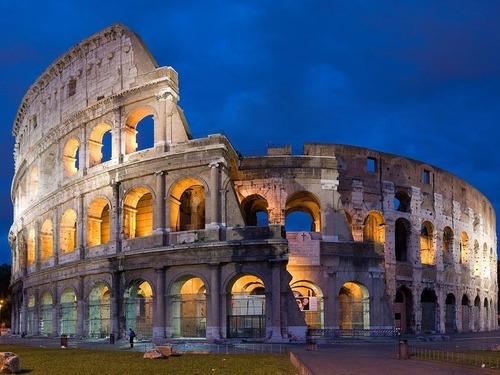 古代ローマのグラディエーターの過激な戦いを描いたフレスコ画、ポンペイ遺跡から発掘される