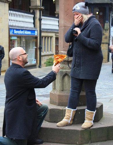 婚約指輪をピザに置き換えたら03