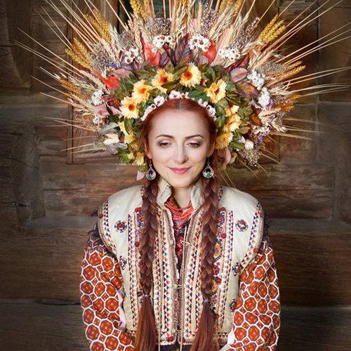 ウクライナ女性の伝統衣装05
