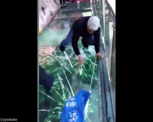 中国のガラス遊歩道が怖すぎ02