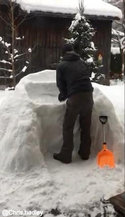 お酒好きの雪遊び02