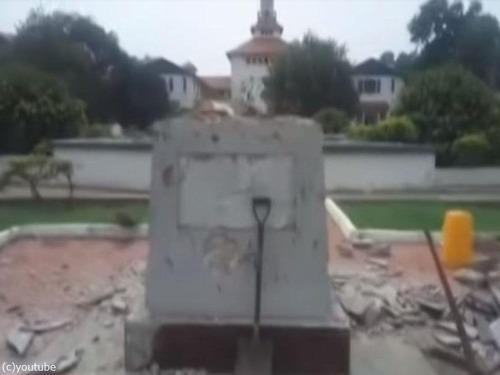ガーナ大学のマハトマ・ガンディー像「差別主義者である」と撤去01