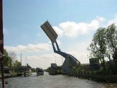 オランダの強引過ぎる架け橋03