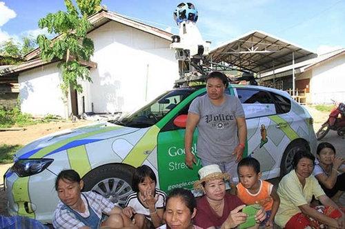 Googleカーがタイの村で拘束01
