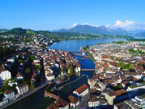 スイスではうるさすぎると市民権を拒否される00
