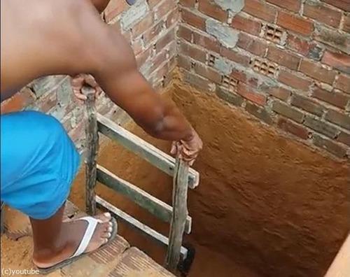 穴の下から猫を救出するつもりが01