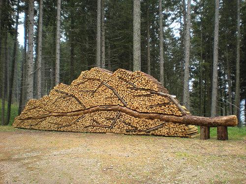 木材積みアート01